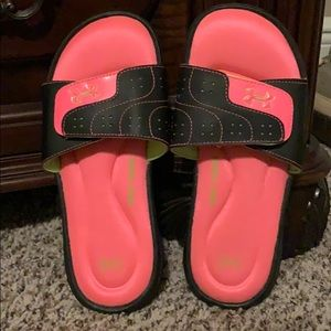 Women's SZ 6 Under Armor 4D Foam Black/Pink Slides
